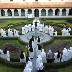 Vitorchiano nuns in garden