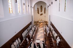 Vitorchiano sisters at mass